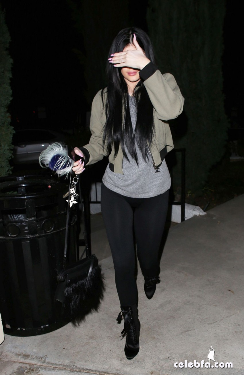 kylie-jenner-los-angeles-feb (4)