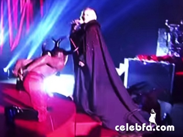 MADONNA-Performs-at-Brit-Awards-2015-in-London (2)