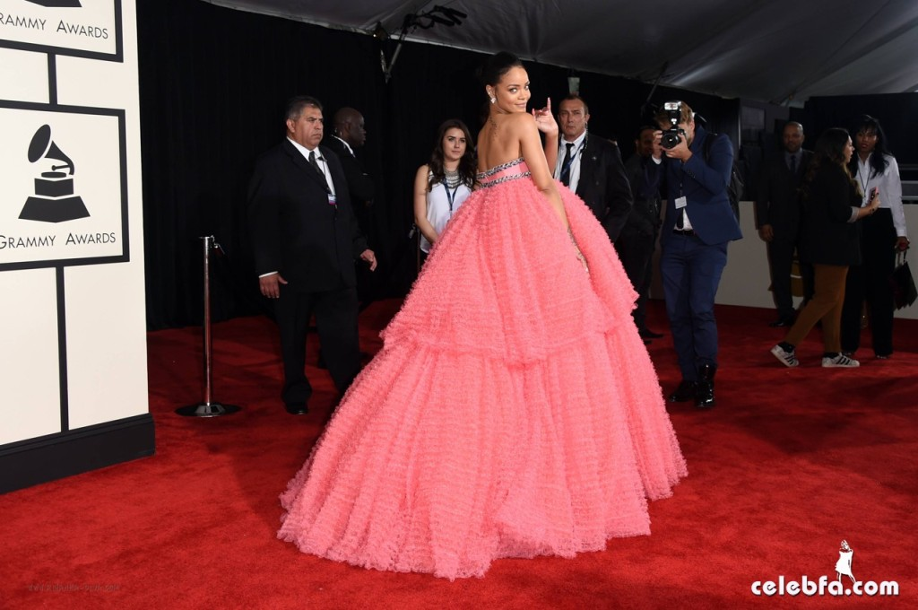 Rihanna - The 57th Annual GRAMMY Awards (2)
