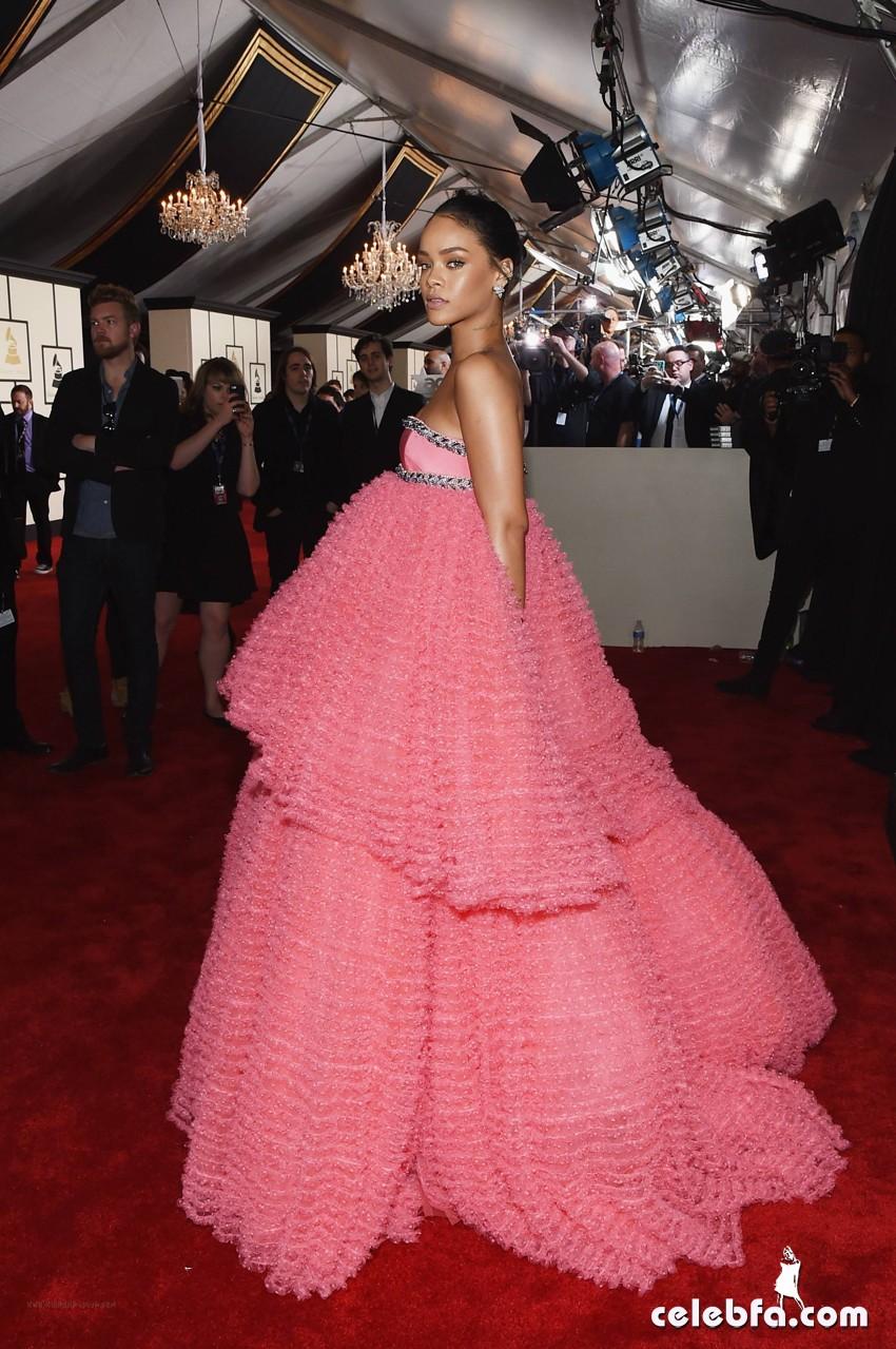 Rihanna - The 57th Annual GRAMMY Awards (3)