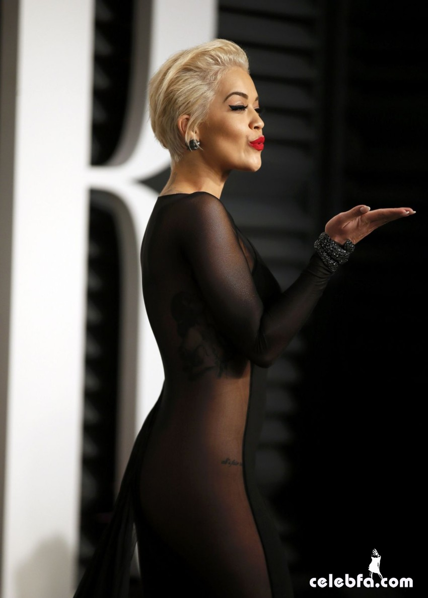 rita-ora-at-vanity-fair-oscar-party (4)