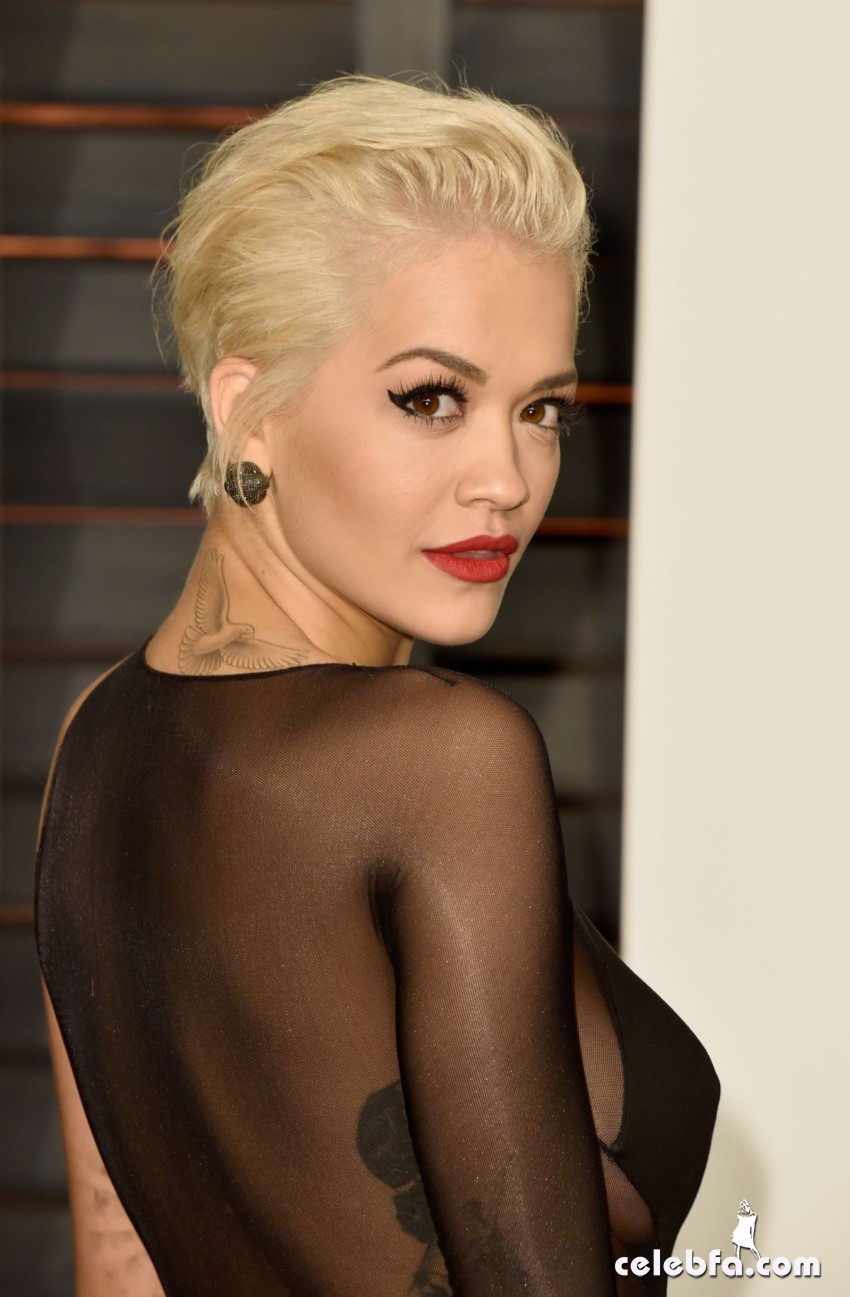 rita-ora-at-vanity-fair-oscar-party (5)