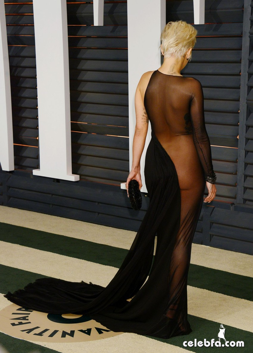 rita-ora-at-vanity-fair-oscar-party (9)