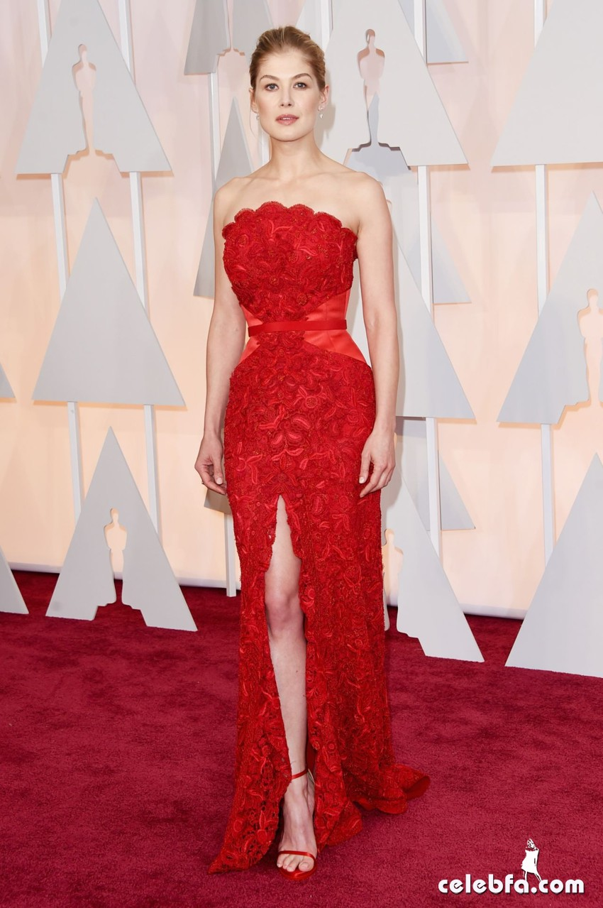 rosamund-pike-2015-oscars-red-carpet (2)