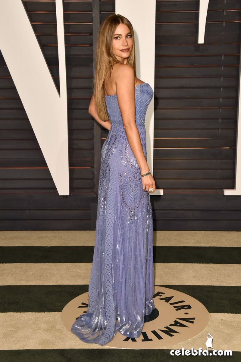 sofia-vergara-at-vanity-fair-oscar-party (2)
