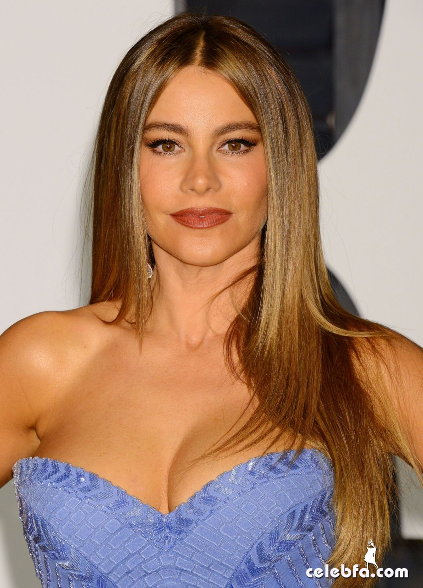 sofia-vergara-at-vanity-fair-oscar-party (5)