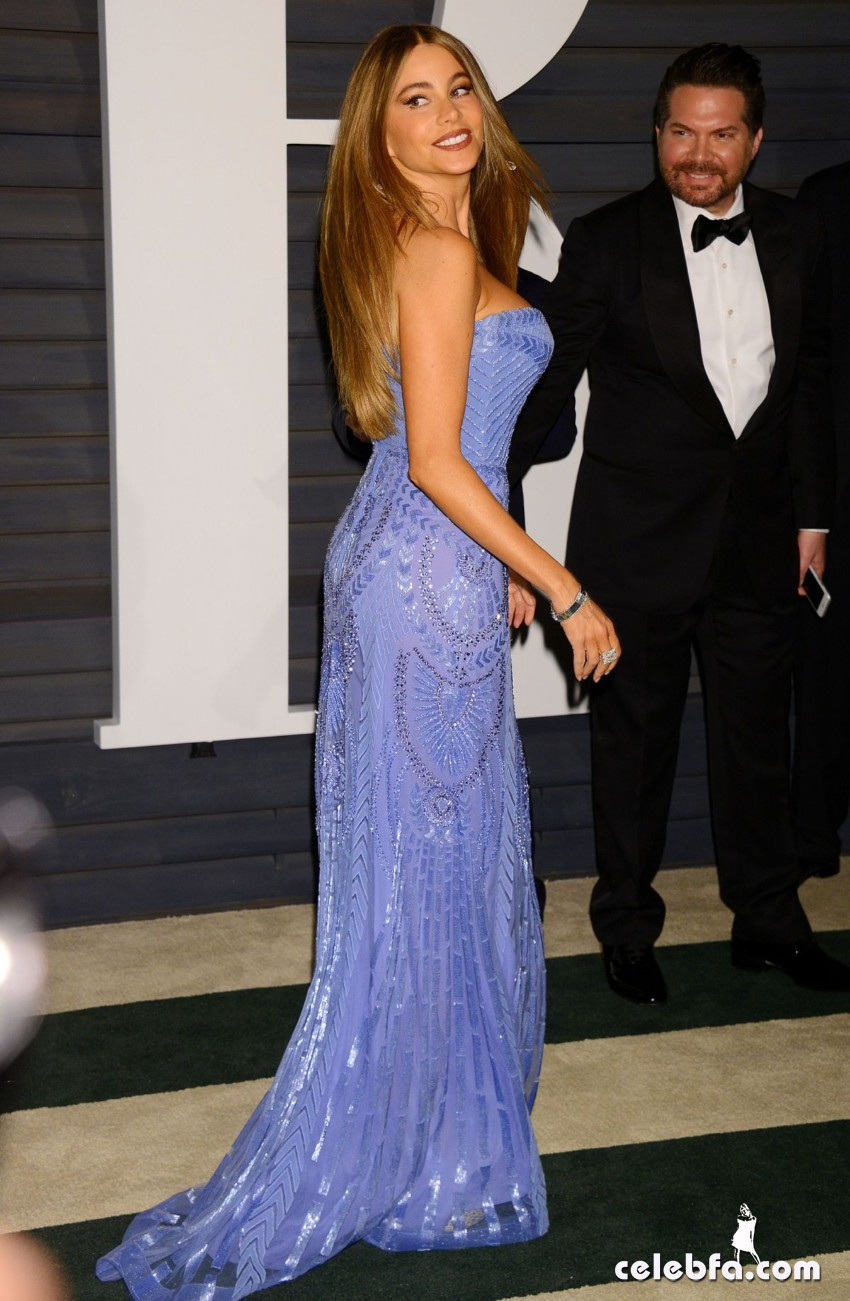 sofia-vergara-at-vanity-fair-oscar-party (6)