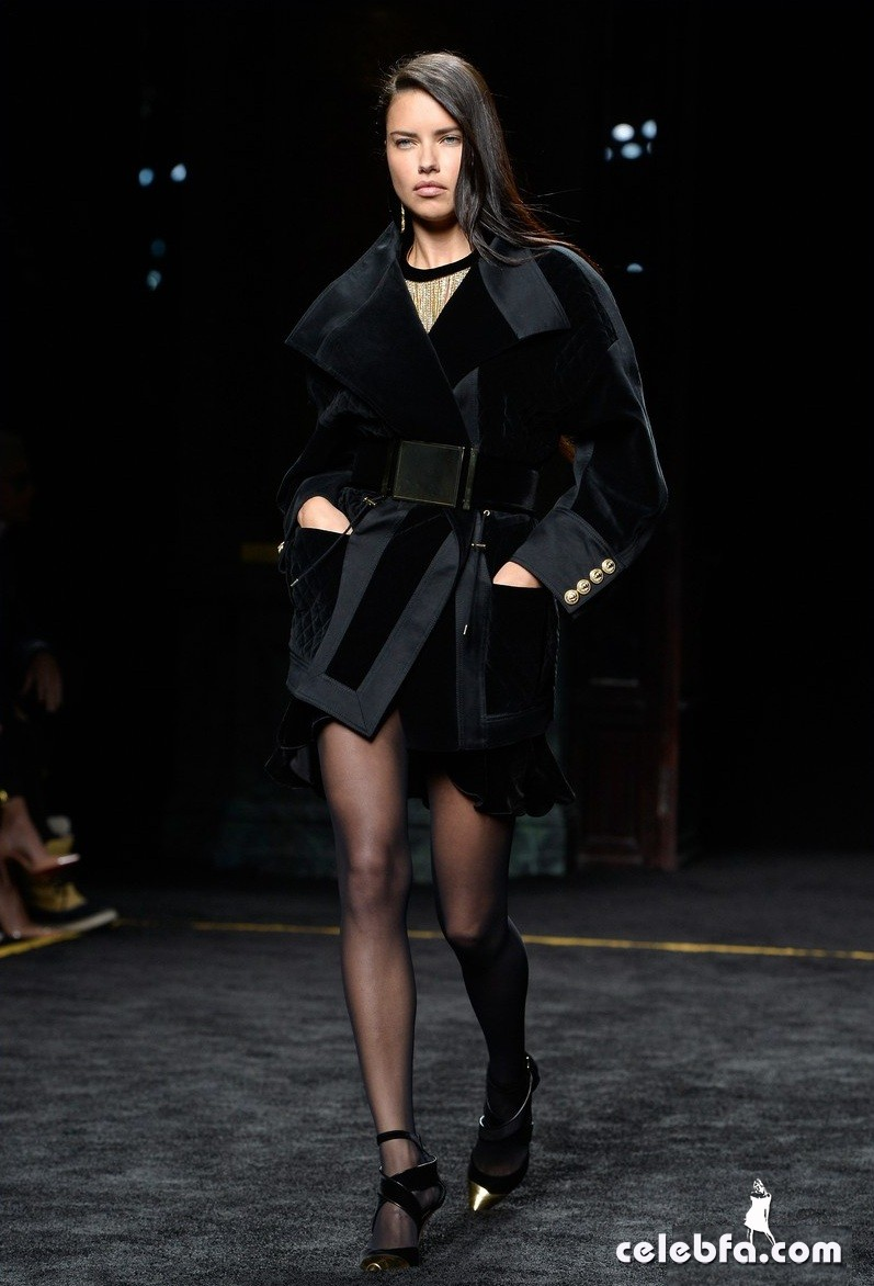 adriana-lima-balmain-fashion-show (2)