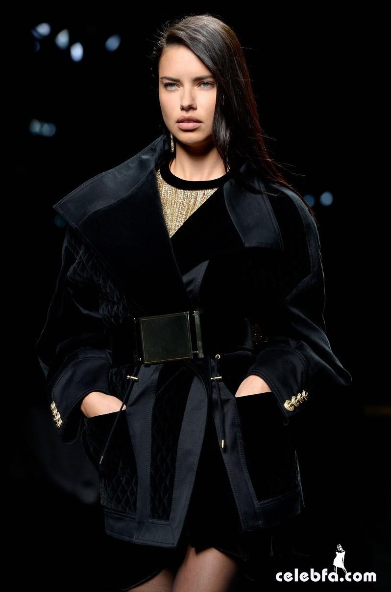 adriana-lima-balmain-fashion-show (3)