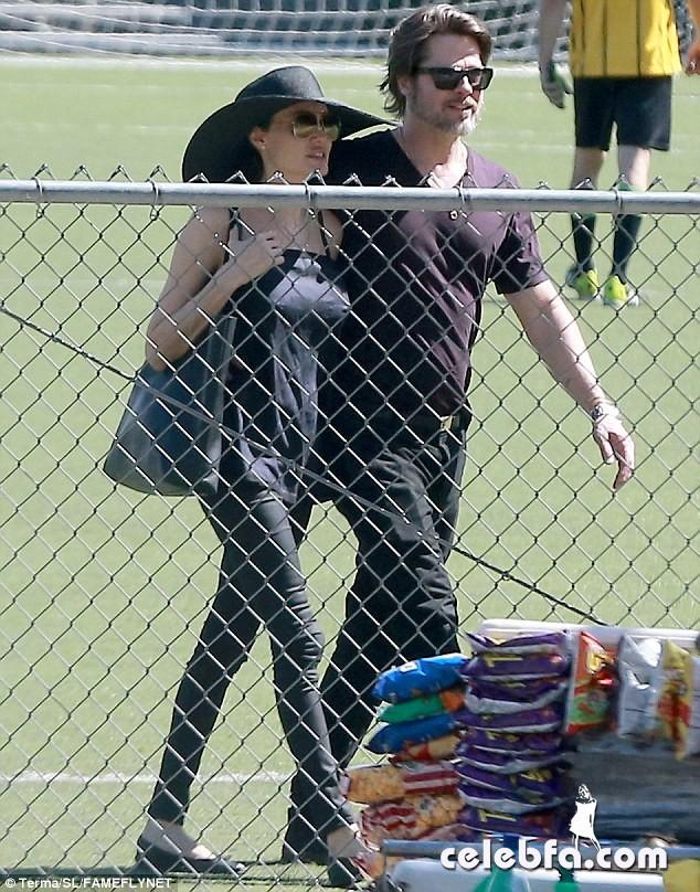 Angelina Jolie & Brad Pitt (2)