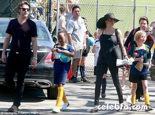 Angelina Jolie & Brad Pitt (4)