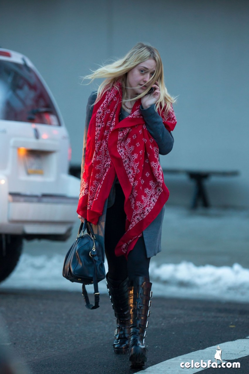 dakota-fanning-out-and-about-in-new-york (4)