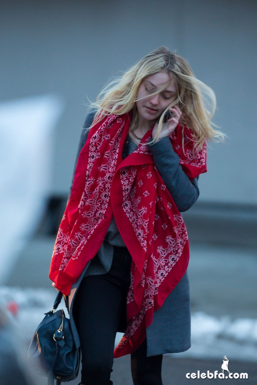 dakota-fanning-out-and-about-in-new-york (5)