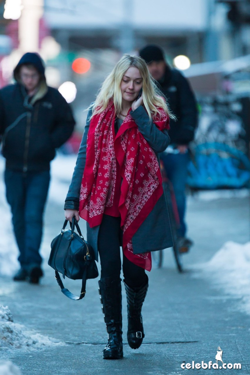 dakota-fanning-out-and-about-in-new-york (6)