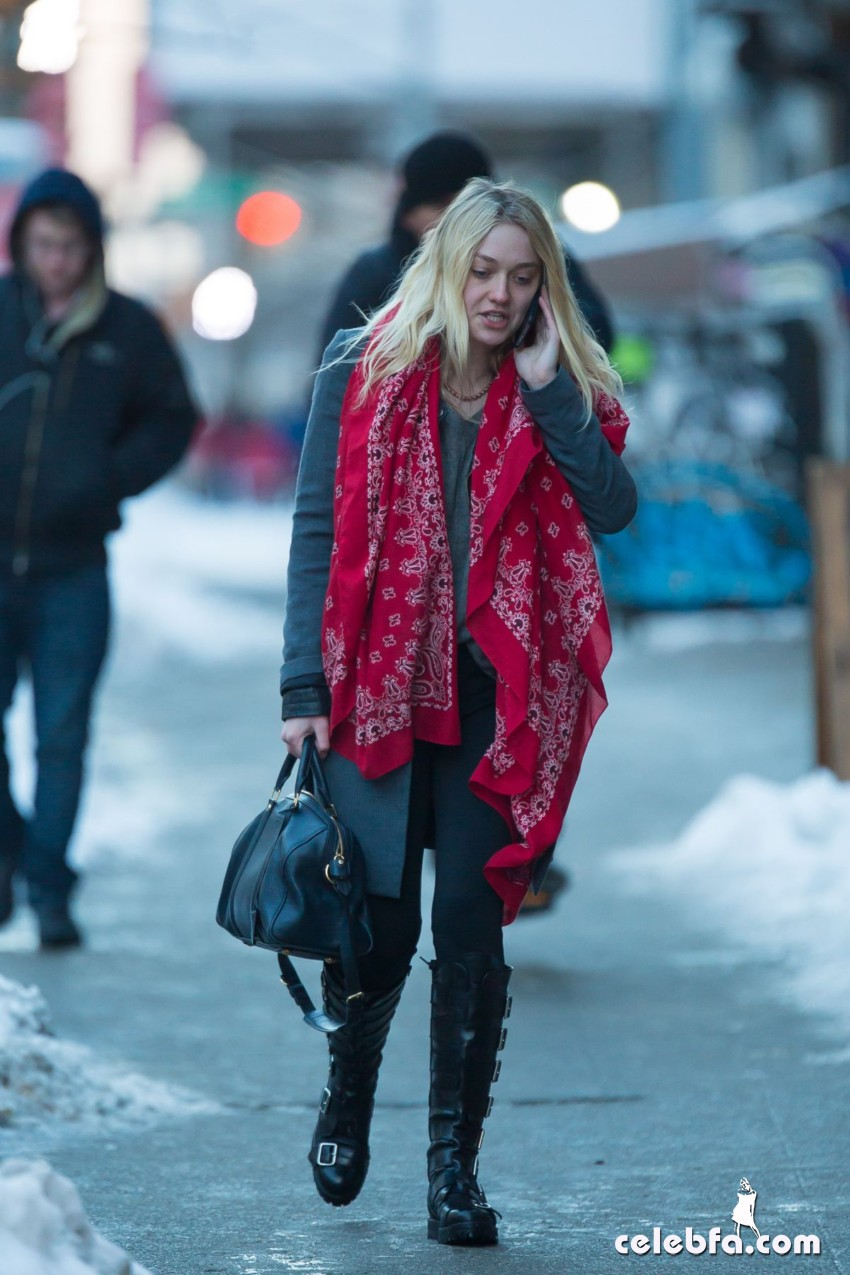 dakota-fanning-out-and-about-in-new-york (7)