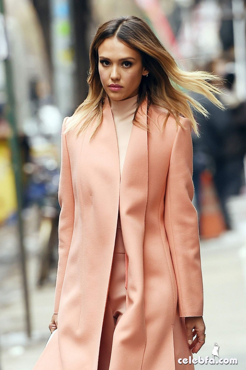 jessica-alba-out-and-about-in-manhattan (1)