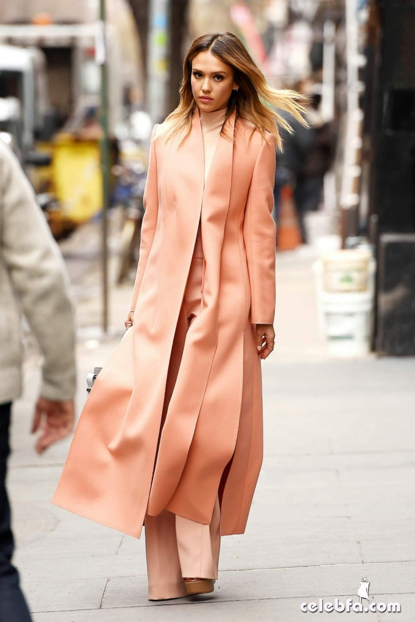 jessica-alba-out-and-about-in-manhattan (2)