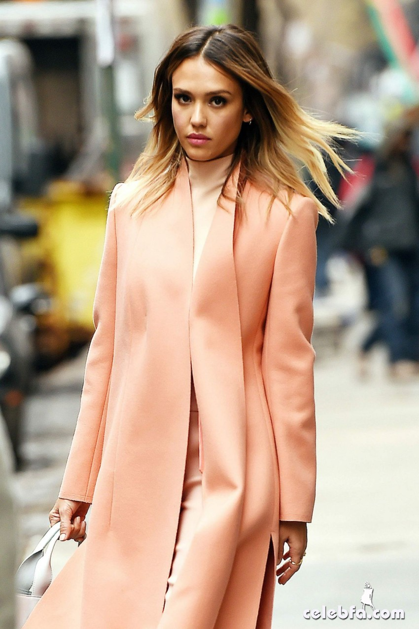 jessica-alba-out-and-about-in-manhattan (4)