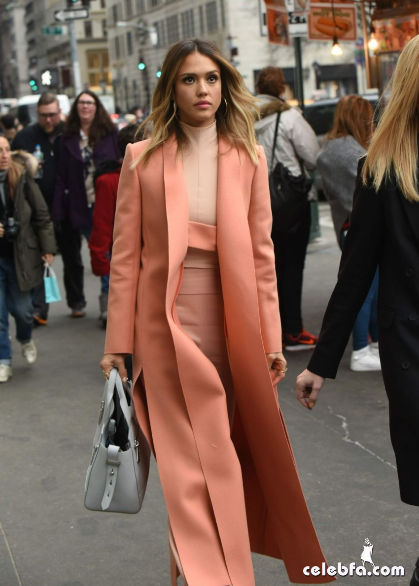 jessica-alba-out-and-about-in-manhattan (6)