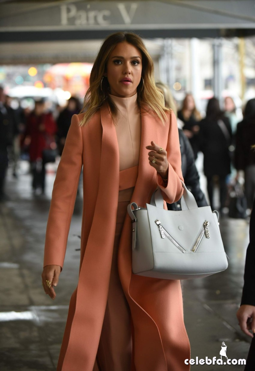 jessica-alba-out-and-about-in-manhattan (8)