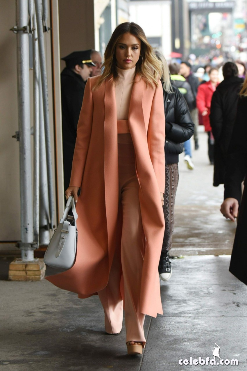 jessica-alba-out-and-about-in-manhattan (9)