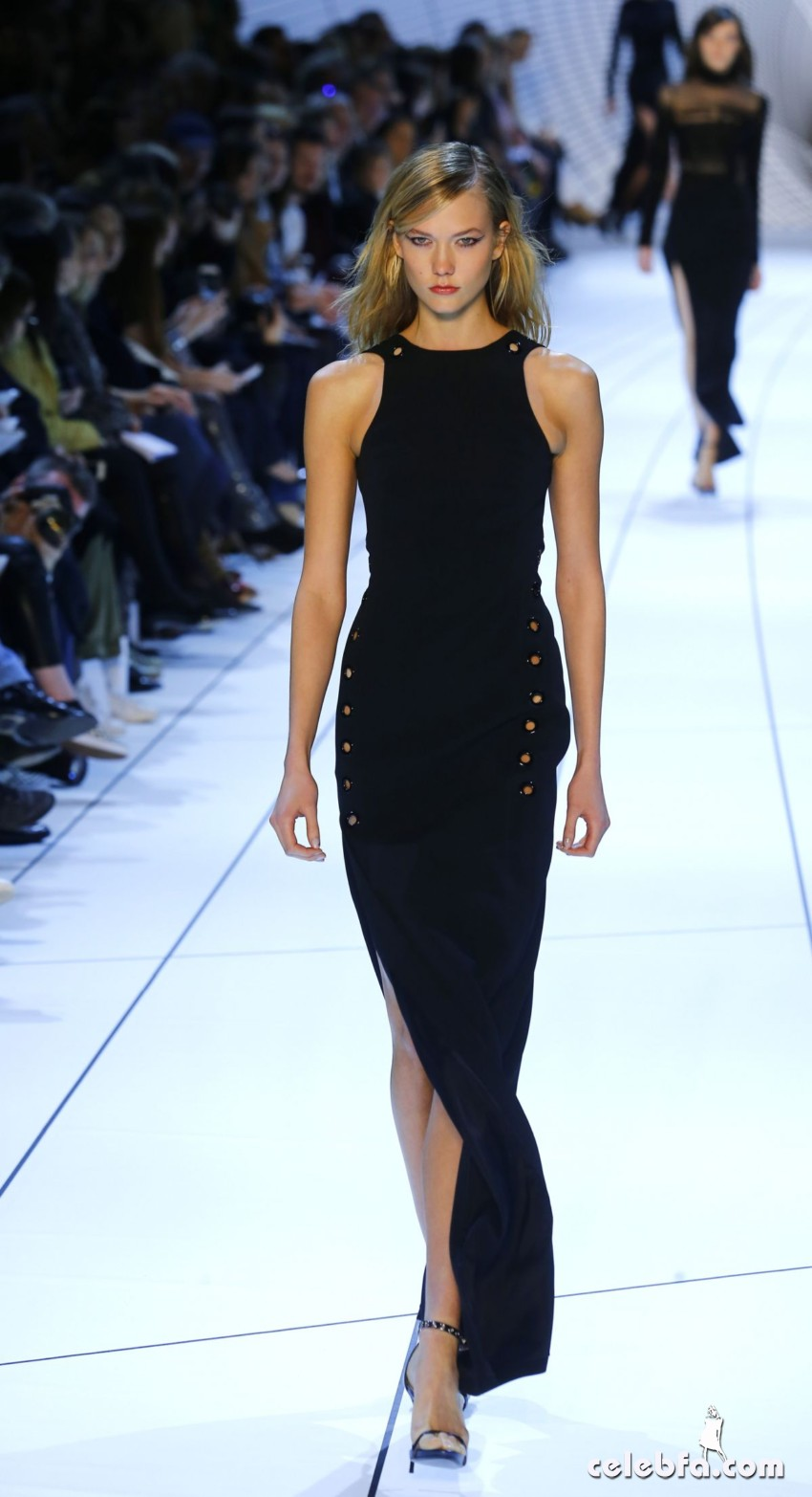 karlie-kloss-at-mugler-fashion-show-in-paris (2)