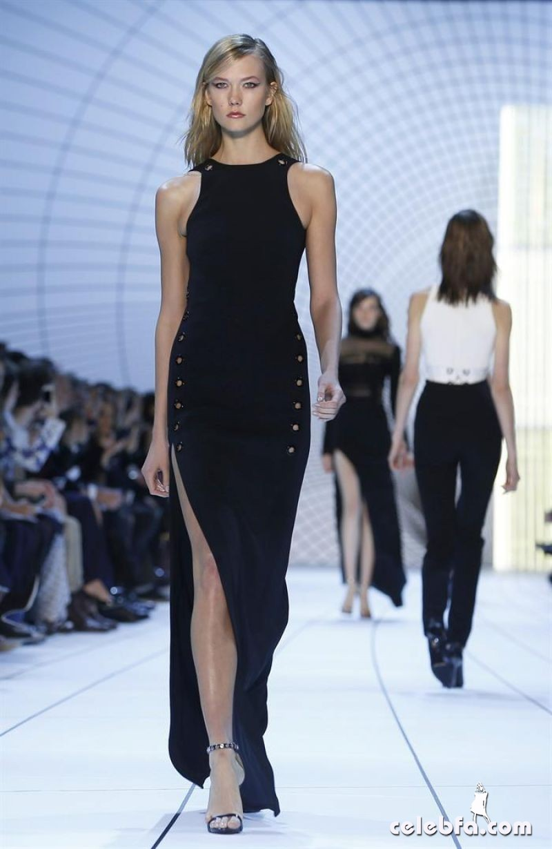 karlie-kloss-at-mugler-fashion-show-in-paris (4)