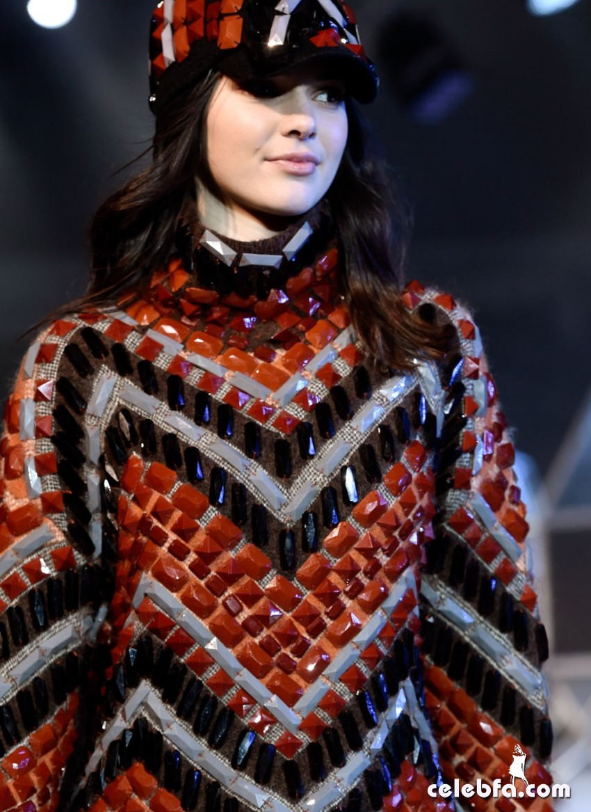 kendall-jenner-at-h-m-fashion-show-in-paris (10)