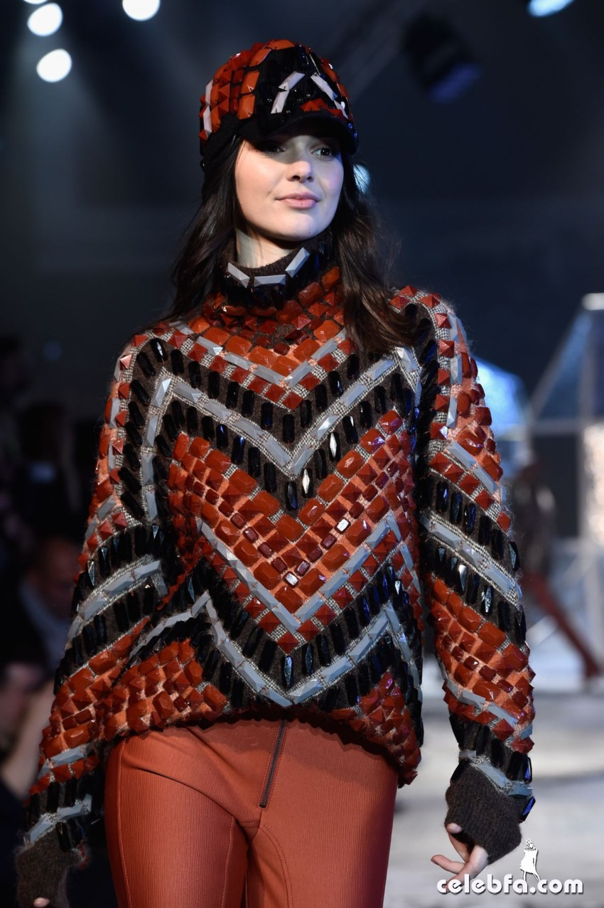 kendall-jenner-at-h-m-fashion-show-in-paris (2)