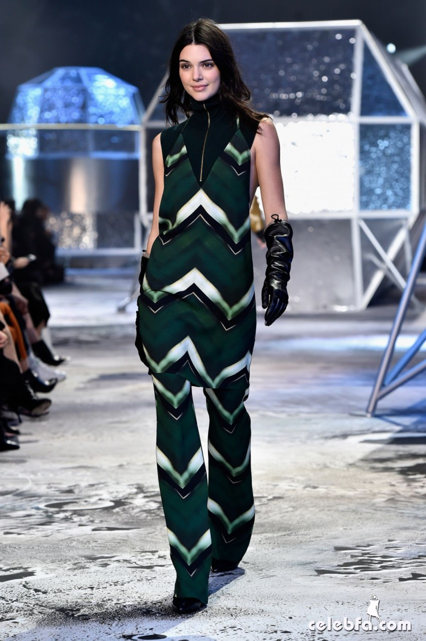 kendall-jenner-at-h-m-fashion-show-in-paris (3)