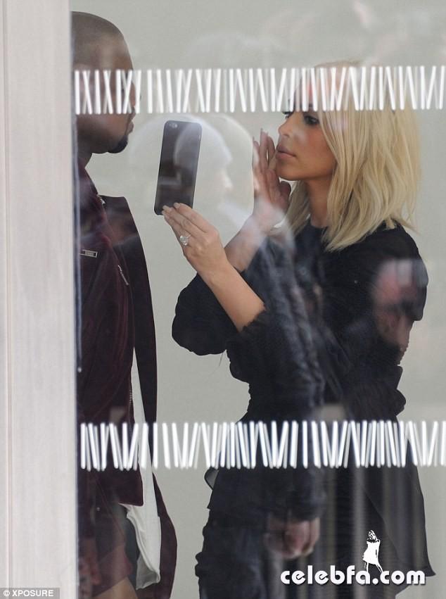 Kim-Kardashian-s-cleavage (16)