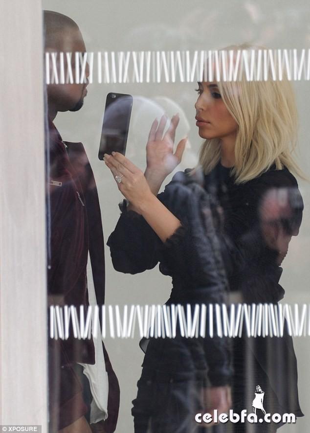 Kim-Kardashian-s-cleavage (17)