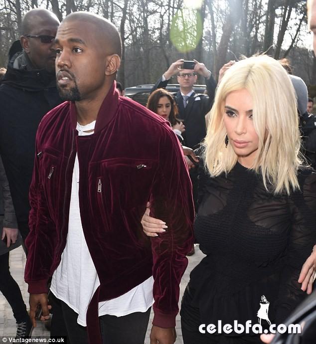 Kim-Kardashian-s-cleavage (18)