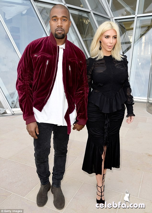 Kim-Kardashian-s-cleavage (19)