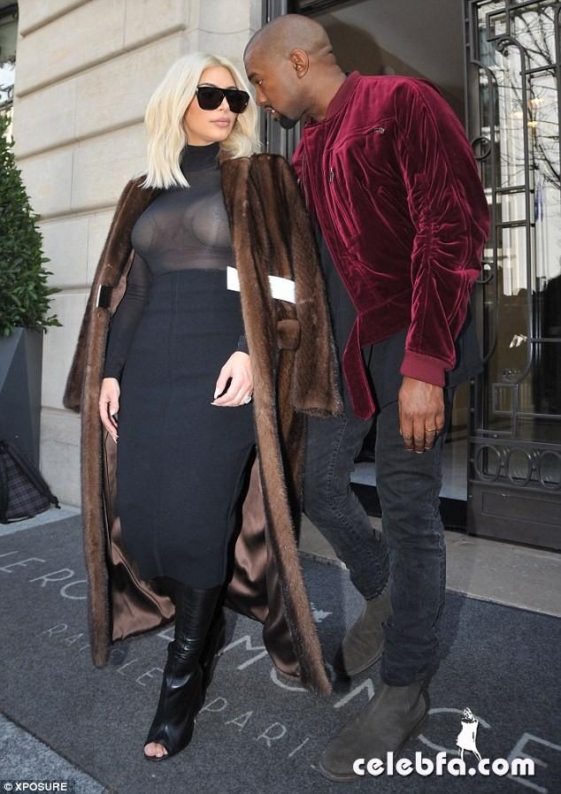 Kim-Kardashian-s-cleavage (8)