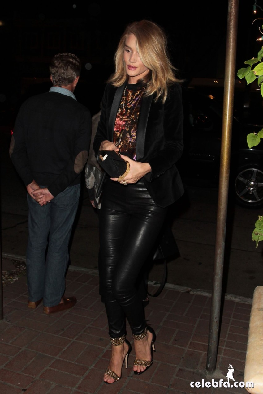 rosie-huntington-whiteley-in-west-hollywood (6)