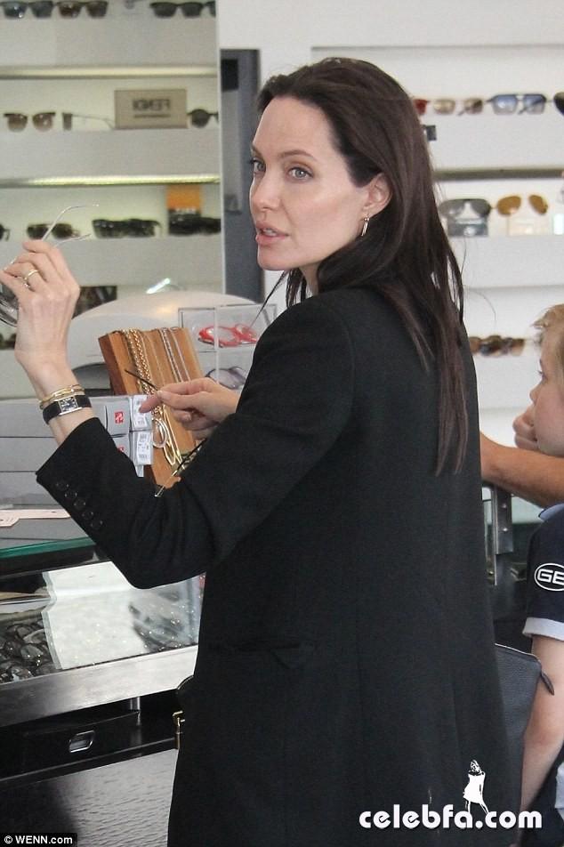 Angelina Jolie (3)