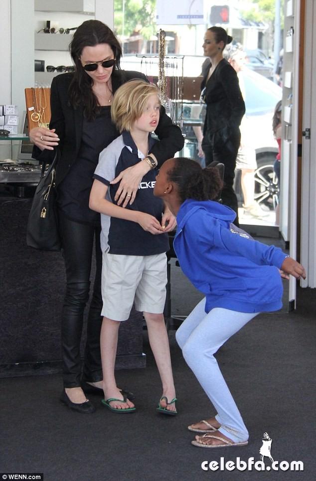 Angelina Jolie (4)