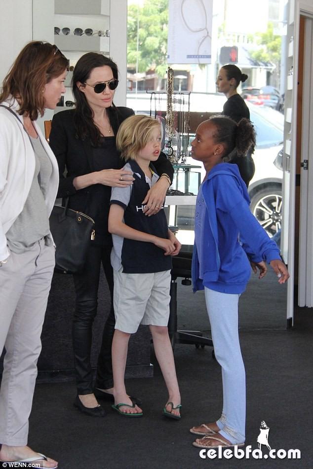 Angelina Jolie (7)