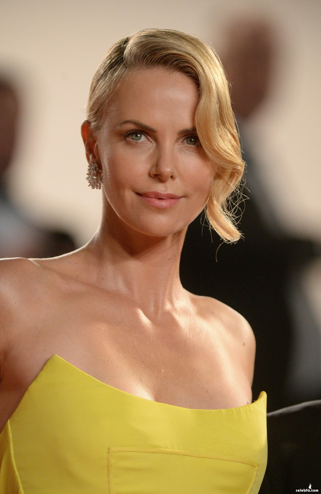 Charlize_Theron__Mad_Max_Fury_Road_Cannes (1)