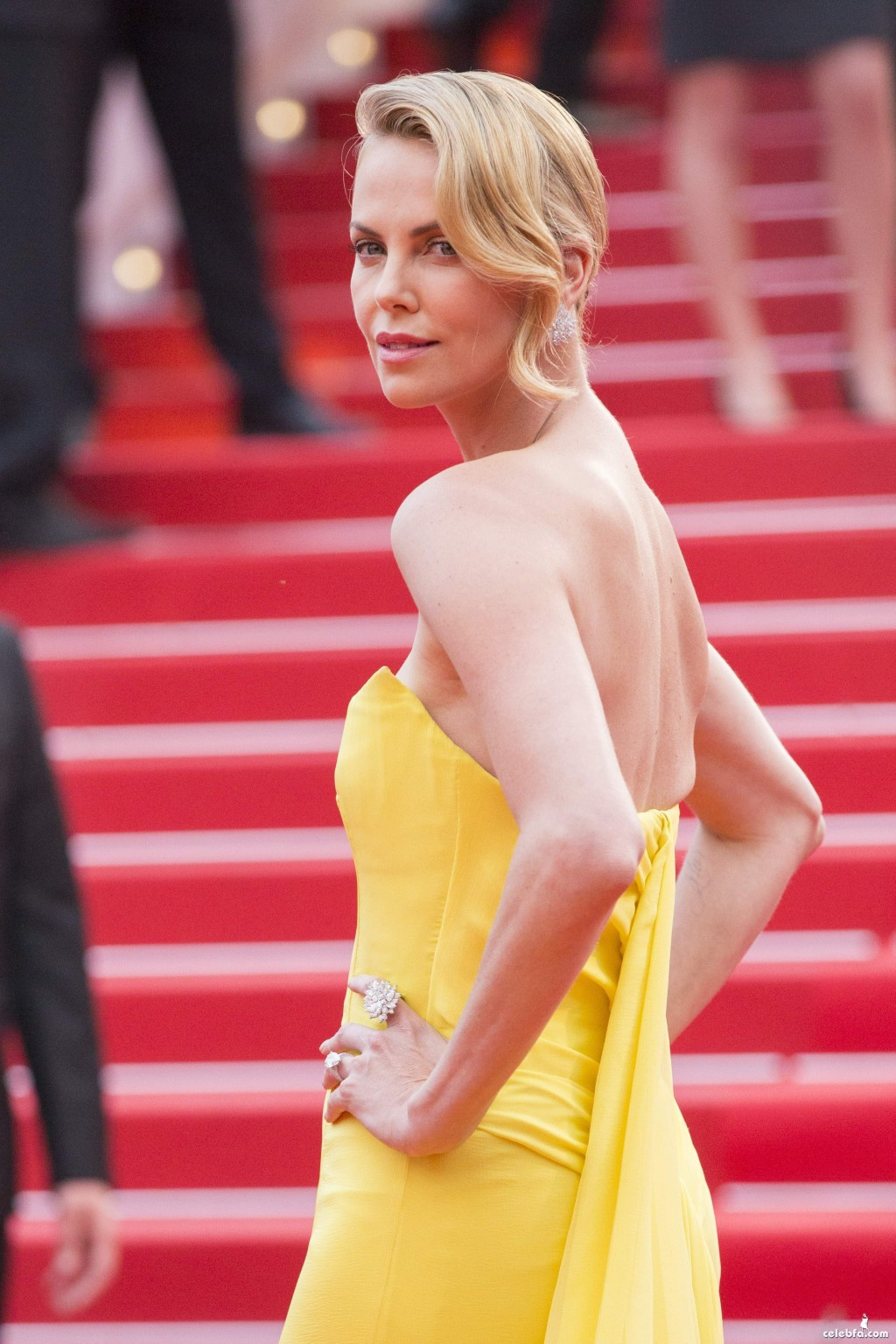 Charlize_Theron__Mad_Max_Fury_Road_Cannes (4)