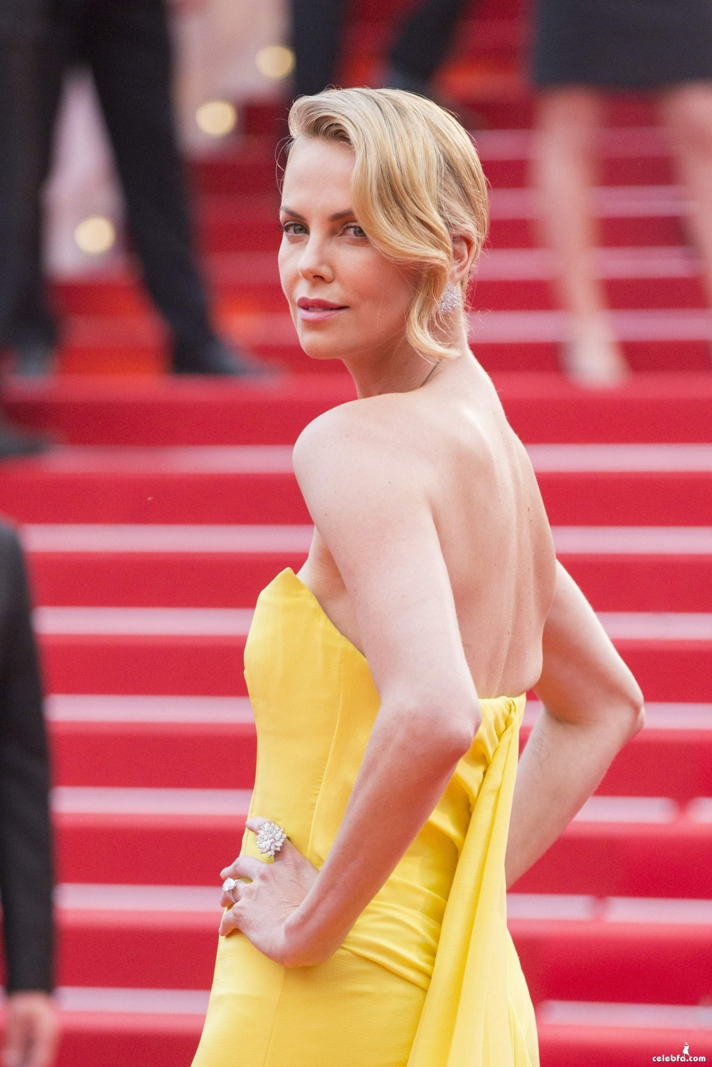 Charlize_Theron__Mad_Max_Fury_Road_Cannes (6)