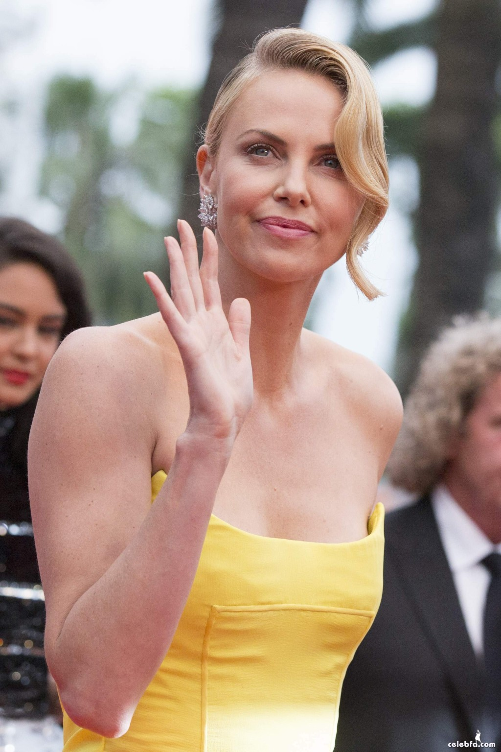 Charlize_Theron__Mad_Max_Fury_Road_Cannes (7)