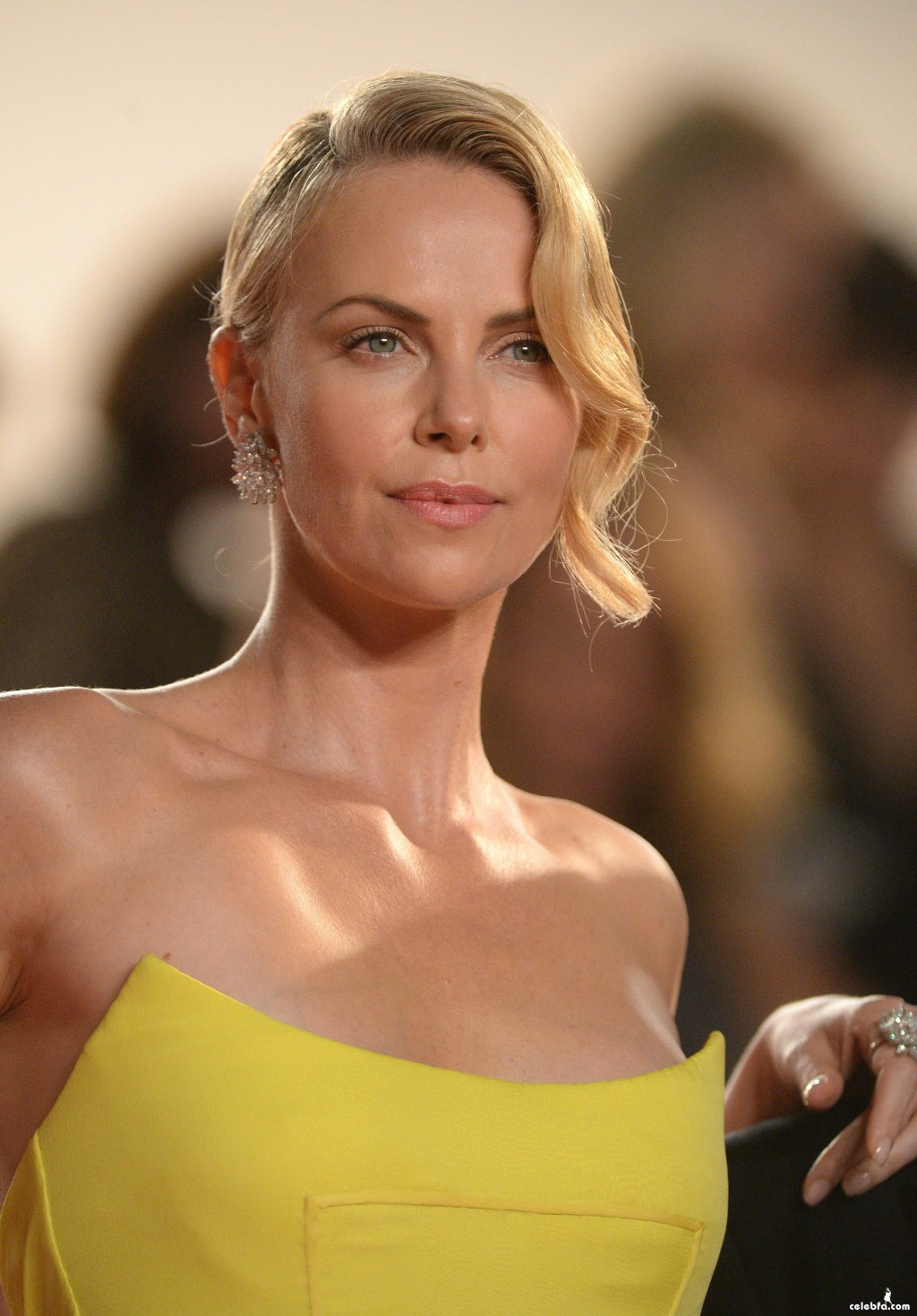 Charlize_Theron__Mad_Max_Fury_Road_Cannes (9)