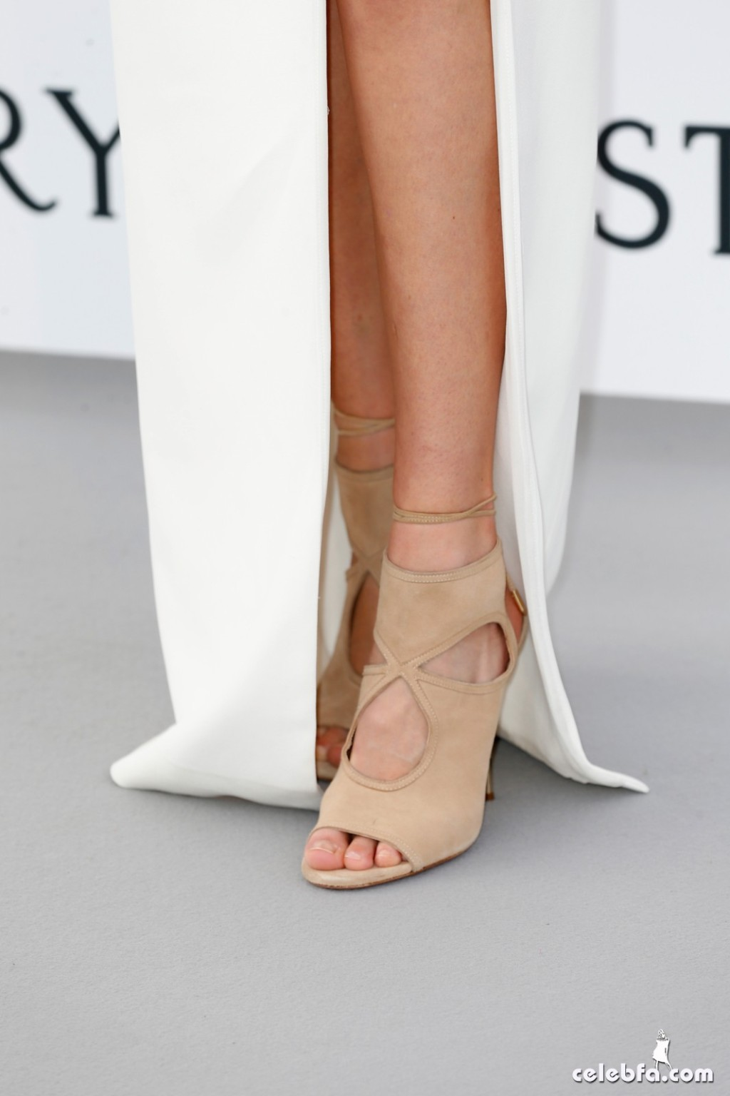 Gigi_Hadid_amfAR's Cannes Gala (6)