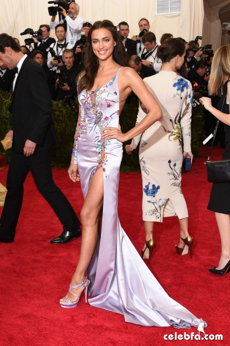 irina-shayk-at-met-gala-2015 (5)