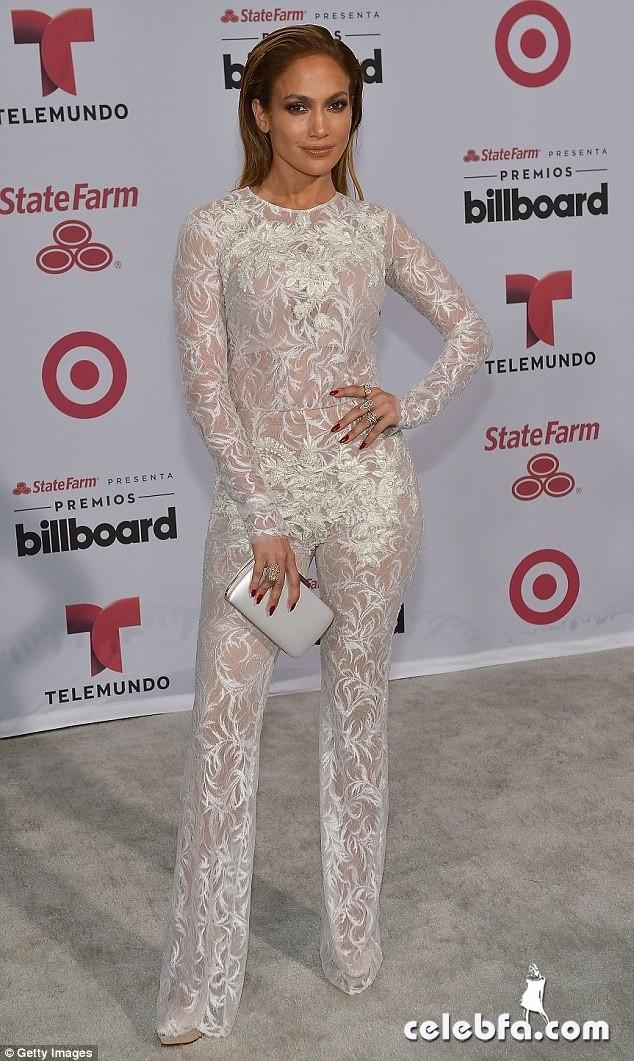 Jennifer Lopez  at Billboard Latin Music Awards 2015  (1)