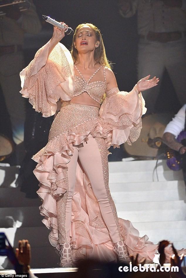 Jennifer Lopez  at Billboard Latin Music Awards 2015  (11)
