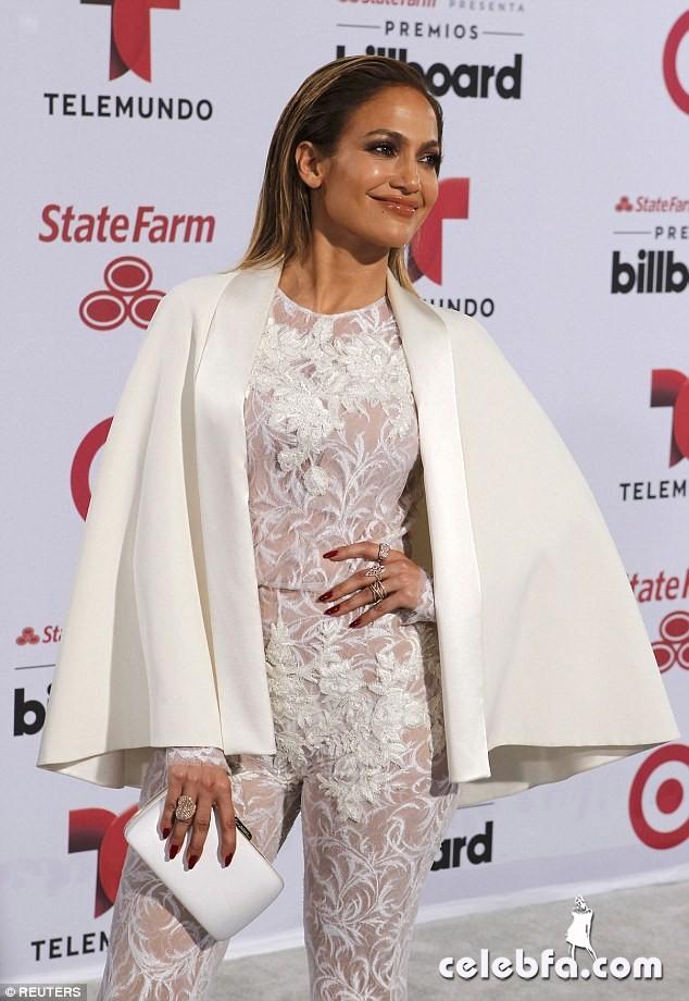 Jennifer Lopez  at Billboard Latin Music Awards 2015  (3)