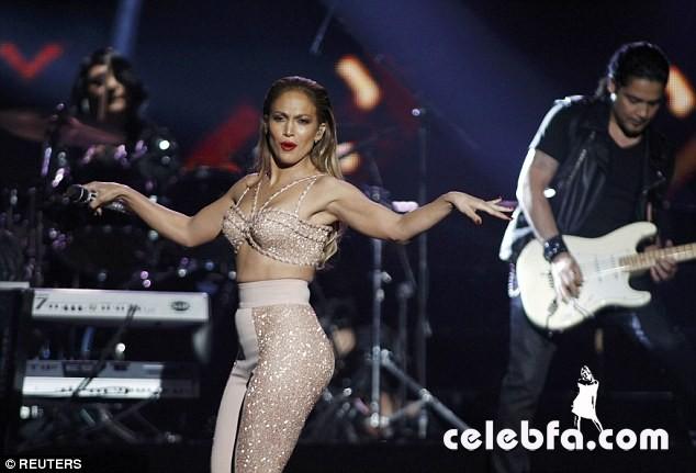 Jennifer Lopez  at Billboard Latin Music Awards 2015  (5)